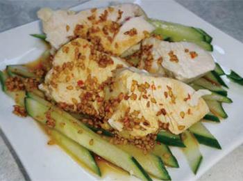 JAあわじ島の特産品レシピ「キュウリとゆで鶏のゴマじょうゆ」
