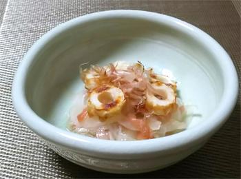 JAあわじ島の特産品レシピ「たまねぎとちくわの梅和え」
